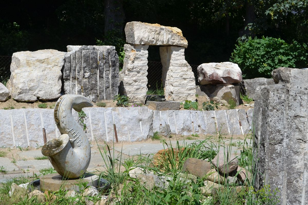 Steine im Freien in Form von Stonehenge