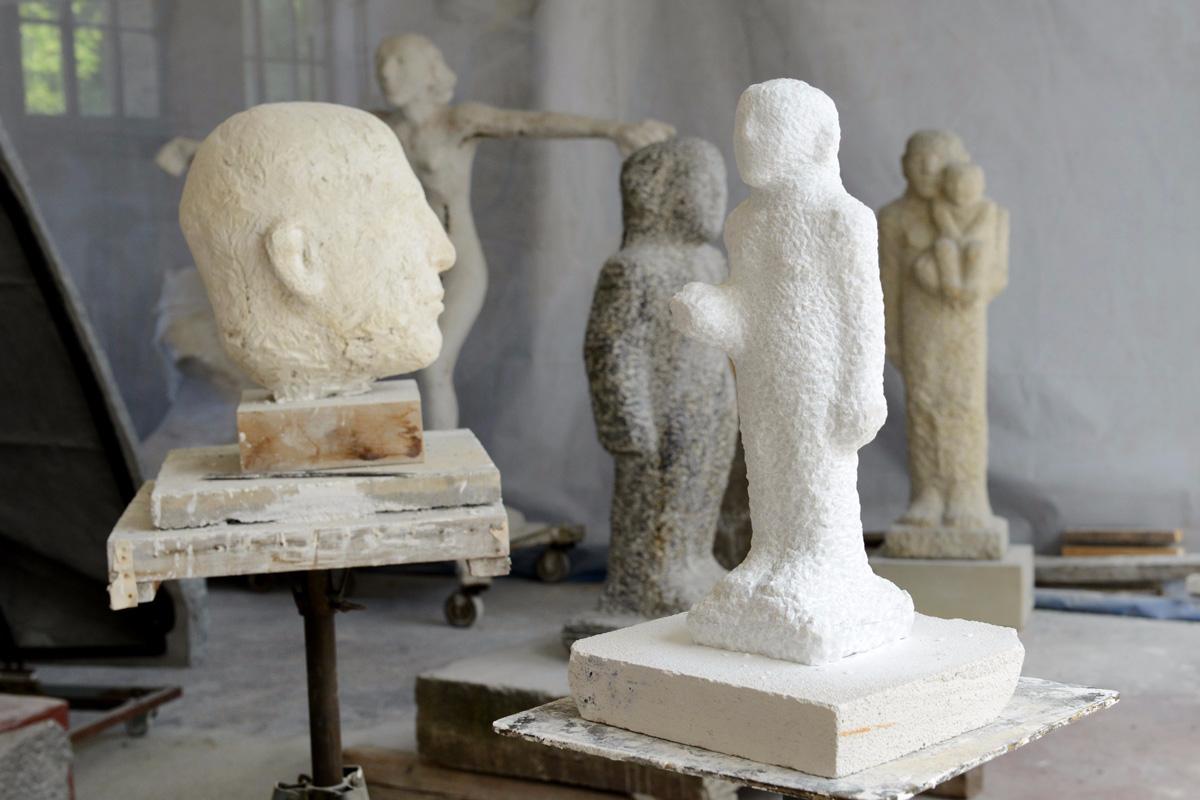 Skulpturen der Bildhauerin Emerita Pansowova