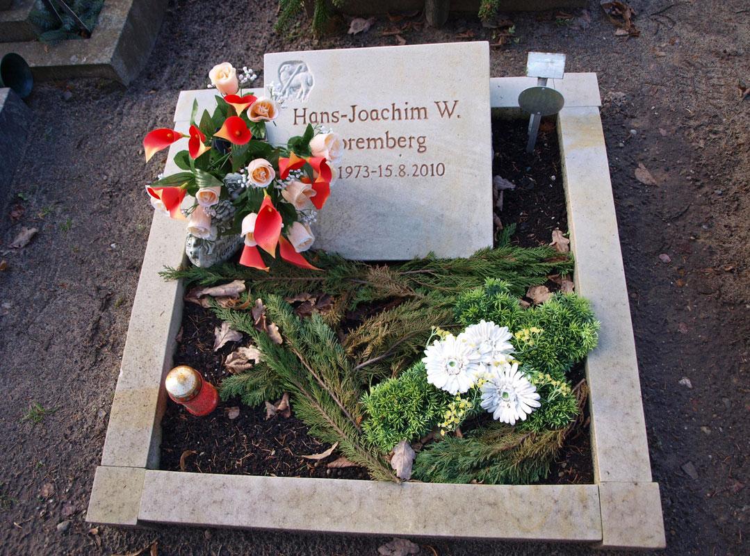 Grabstein in Form einer Tafel mit Schäfer Symbol eines Hirtenstabes