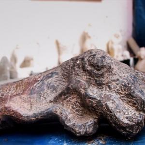 Skulptur einer Sepie aus Migmatit