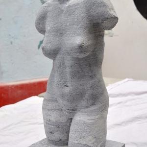 Nackter weiblicher Torso aus Marmor
