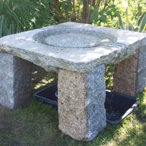 Tisch aus Granitstein in Gartem