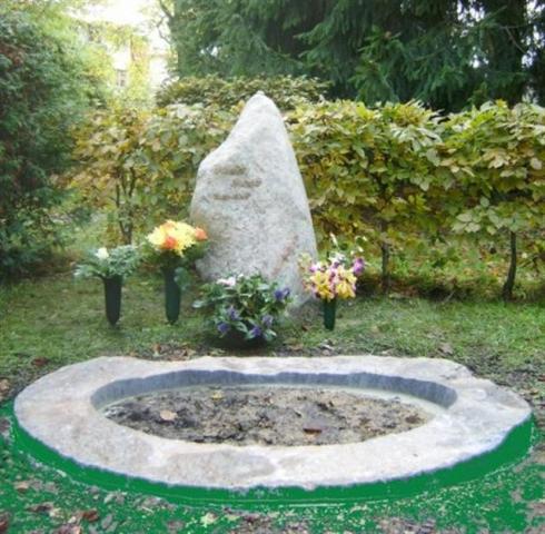 grauer Fels mit ovalem naturrauem Steinring